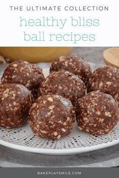 10 of the very best healthy bliss ball recipes - raw & guilt-free eating at it's best (and yummiest! Try them and you'll fall in love! Lunch Box Recipes, Raw Food Recipes, Sweet Recipes, Baking Recipes, Snack Recipes, Healthy Recepies, Date Recipes, Protein Snacks, Protein Ball