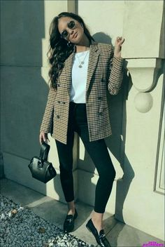 Women's Blazer Outfit Ideas To Conquer Everything Omahangga Com * damen blazer outfit ideen, um alles omahangga com zu erobern Blazer Outfits For Women, Winter Outfits Women, Blazers For Women, Fall Outfits, Blazer Outfits Casual, Women Work Outfits, Loafers For Women Outfit, Ladies Blazers, How To Wear Blazers