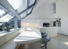 Futurista cocina en Hi-macs, realizada por Project A.01 Architects