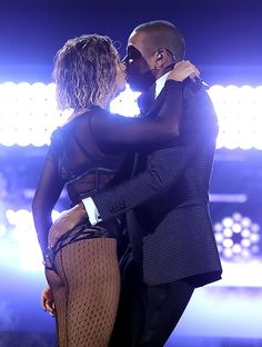 DANG. Beyoncé and Jay Z got pret-ty close at the Grammys!