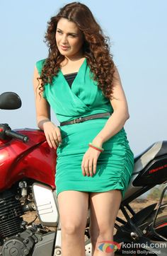 Yuvika Chaudhary in a still from Cigarette Ki Tarah