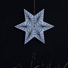 DIY: Christmas Star String art – by Blikfang Diy Christmas Star, Christmas Paper Crafts, Christmas Gift Decorations, White Christmas, Holiday Crafts, Xmas, Christmas Ornaments, Christmas Ideas, Chrismas Cards