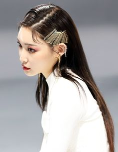 Image discovered by daisylie. Find images and videos about girl, fashion and kpop on We Heart It - the app to get lost in what you love. Sulli, Mamamoo, K Pop, Chung Ah, Kim Chungha, Human Poses Reference, She's A Lady, Queen, Soyeon