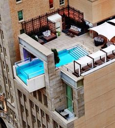 Pools are for many hotel brands a standard amenity, but rooftop dips are destinations all their own—coveted escapes where you can cool off high above the urban sprawl. Check out our 10 favorite hotel rooftop pools in America's hottest city sleeps. Hotel Swimming Pool, Hotel Pool, Pool Spa, Architectural Digest, Epic Pools, Cool Pools, Infinity Pools, Miramonti Boutique Hotel, Piscina Do Hotel