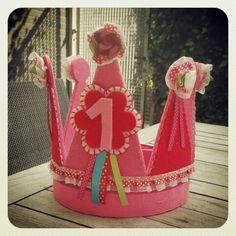 Verjaardags kroon van vilt lint en roosjes. Met uiteraard verwisselbare cijfers!!!