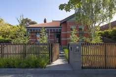 The Malvern House is an addition and renovation to an existing Edwardian style house. The owners, whilst endeared by the houses period charm, desired a rel