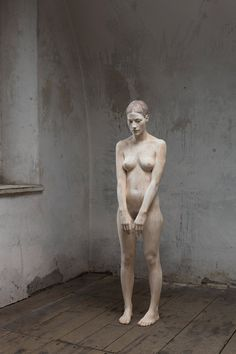 Artist Bruno Walpoth creates stunningly life-like figure sculptures out of wood.
