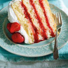 Gâteau vanille fraises-rhubarbe | Ricardo Healthy Dessert Recipes, Delicious Desserts, Fruit Recipes, Cream Puff Recipe, Ricardo Recipe, Rhubarb Cake, Layer Cake Recipes, Summer Cakes, Comfort Food