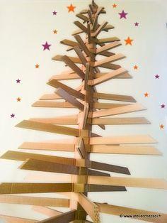 [DIY] Grand sapin en carton pour un Noël écolo - Créer ses meubles en carton Noel Christmas, Christmas Crafts, Christmas Decorations, Xmas, Crafts For Kids, Arts And Crafts, Diy Crafts, Cardboard Cartons, Place