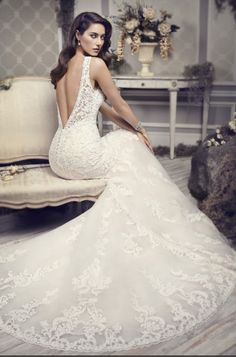 Kenneth Winston 1592 | This dress found at Bridal Extraordinaire in Shawnee, KS! #BridalExtraordinaire #justinalexander #weddingdress #bridalgown #weddinggown #weddinggown #sweetheart #wedding #allusion #lace #lowback
