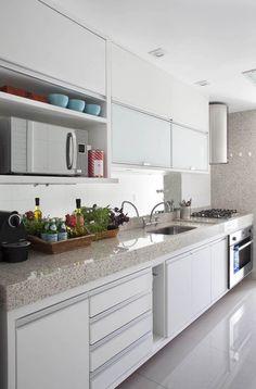 Cozinha Funcional e Clean! Kitchen Interior, Home Interior Design, Kitchen Decor, Decorating Kitchen, Decorating Ideas, Decor Ideas, Classic Kitchen, Kitchen Sets, Kitchen Tools
