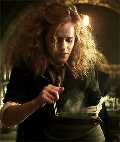 Discover & share this Hermione GIF with everyone you know. GIPHY is how you search, share, discover, and create GIFs. Harry Potter Hermione Granger, Hermione Gif, Harry Potter Tumblr, Harry Potter Pictures, Harry Potter Cast, Harry Potter Characters, Harry Potter World, Ron Weasly, Harry Porter
