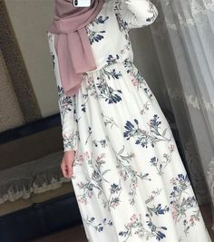 Dresses has beautiful ❤️♥️ – Hijab Fashion 2020 Modern Hijab Fashion, Muslim Women Fashion, Street Hijab Fashion, Modesty Fashion, Hijab Fashion Inspiration, Islamic Fashion, Fashion Outfits, Fashion Clothes, Hijab Outfit