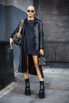 The Very Best Street Style From London Fashion Week Fall 2018 - Fashionista Nyc Street Style, European Street Style, Looks Street Style, Autumn Street Style, Cool Street Fashion, Looks Style, London Street Fashion, Paris Street, Street Styles