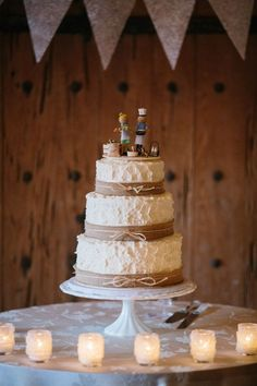 tiered white wedding cake with burlap accents #weddingcake #burlap #weddingchicks http://www.weddingchicks.com/2014/01/30/time-travel-wedding/