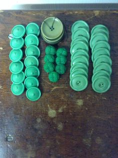 Greenies-mixed bag of vintage button sets - pinned by pin4etsy.com