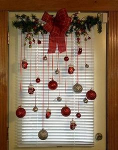 Classic Christmas Decorations, Cheap Christmas, Farmhouse Christmas Decor, Christmas Door, Green Christmas, Outdoor Christmas, Simple Christmas, Christmas Wreaths, Christmas Crafts