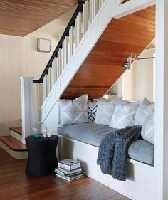 : maison de campagne centenaire I could do this under my stairs in my basement.Think I willI could do this under my stairs in my basement. Under Stairs Nook, Under Basement Stairs, Open Stairs, Attic Stairs, Under Staircase Ideas, Basement Staircase, Staircase Runner, Basement Ceilings, Basement Apartment