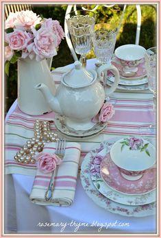 Resultado de imagen de table laid for afternoon tea party Table Rose, Vintage Tee, Vintage High Tea, Vintage Tea Parties, Tea Party Table, Tee Set, Afternoon Tea Parties, Afternoon Tea Table Setting, Tea Sandwiches