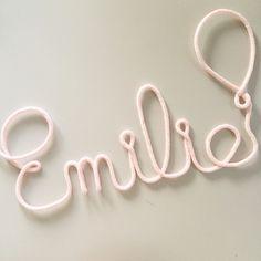 Émilie en rosée  Chambre bébé / Deco / Prénom laine