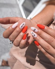 Experiment with these beautiful, almond shaped nail designs and find the perfect manicure from simple and minimal to edgy and over the top! Nail Design Stiletto, Nail Design Glitter, Minimalist Nails, Matte Nails, Acrylic Nails, Hair And Nails, My Nails, Almond Shape Nails, Nagel Gel