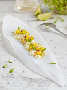 Ceviche de bacalao fresco y mango, prepáralo de forma sencilla - Peruvian Recipes, Cuban Recipes, Fish Recipes, Seafood Recipes, Recipies, Fancy Dishes, Ceviche Recipe, Modern Food, Spanish Dishes