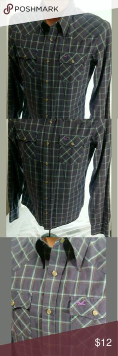 Hollister Pearl Snap Shirt Large Good condition. No holes or stains. Shirts Casual Button Down Shirts