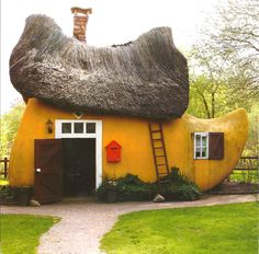 Its called a Klomp Huis, and its a tourist attraction in Holland.
