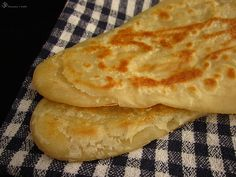 Paratha - indicka placka India Food, Food And Drink, Pizza, Ethnic Recipes, Kitchen, Indie, Sweet, Basket, Candy