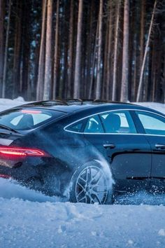 PIRELLI: Winter Or All Season Tyres? A USER'S GUIDE Snow Chains, Crossover Cars, Winter Tyres, All Season Tyres, Premium Cars, Flat Tire, City Car, Commercial Vehicle