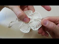 Irish lace Irish crochet flower motives, off white flower a Loom Crochet, Crochet Needles, Crochet Videos, Crochet Motif, Crochet Doilies, Crochet Flowers, Fabric Flowers, Crochet Hats, Irish Crochet Tutorial