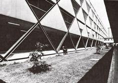 Ambulatorio cubierto en la escuela preparatoria Unidad Habitacional Nonoalco-Tlatelolco, México DF 1964   Arqs. Mario Pani y Luis Ramos   Foto. Armando Salas Portugal -  Covered walkway of the high school, City Housing, Nonoalco-Tlatelolco, Mexico City 1964