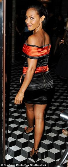 Are YOU watching Will? Jada appeared flawless in an orange gown that showed off her shoulders and neckline Orange Gown, Jada Pinkett Smith, Cinema, Dressed To Kill, Celebs, Celebrities, Types Of Fashion Styles, American Actress, Night Out
