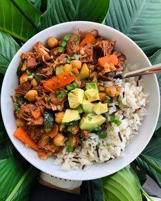 Zkoušíte jednu dietu za druhou a ne a ne zhubnout? Podívejte se na 20 jednoduchých a osvědčených tipů, jak zhubnout jednou provždy a vypadat skvěle. Vegan Recipes, Vegan Meals, Cobb Salad, Veggies, Rice, Cooking, Easy, Oscar Wilde, Food