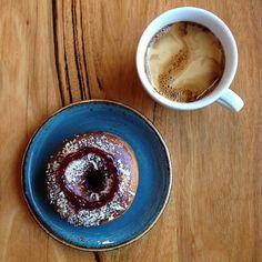 #lamington #doughnut #strayaday #longblack #specialtycoffee #roughdiamond #Warrnambool #warrnamboolcafe #warrnamboolcoffee #Warrnamboolbreakfast #pastrykitchen #pastry #3280 #eat3280 by rough_diamond_coffee