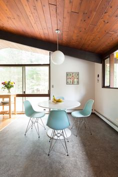 Whether you lived through it (and loved it) the first time around or fell in love with it when Mad Men brought it back, the truth is that mid-century modern design elements have transcended trend and become a classic look that many people use in their decor, in doses big and small.