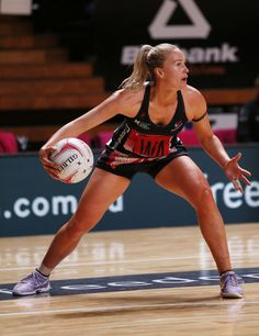 Chelsea Pitman of the Thunderbirds in action during the round 14 Super Netball match between the Thunderbirds and Magpies at Titanium Security Arena on May 2017 in Adelaide, Australia. Netball, Sport Photography, Sport Girl, Female Athletes, Sports Women, Volleyball, Fitspo, Health Fitness, Beautiful Women
