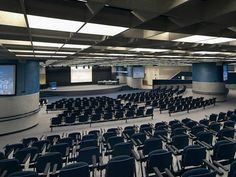The Verdi Auditorium is the largest fully equipped meeting facility with 600 places. It can be partitioned using mobile panels to set-up 350 seats