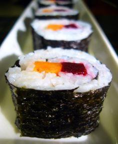 Receta de Sushi fácil para principiantes - El Aderezo - Blog de Recetas de Cocina Sushi Vegetariano, Sashimi, Kimbap, Vegetarian Recipes, Healthy Recipes, Good Food, Yummy Food, Sushi Rolls, Sushi Sushi