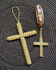 Stormdrane's Blog: Square knotted crosses... neat