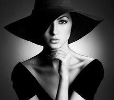 Portrait - Hat - Back Light -Black and White - Photography - Pose Idea / Inspiration