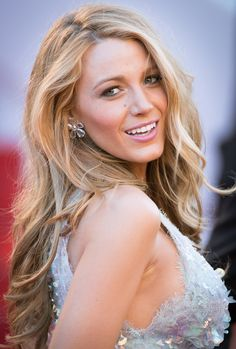 I mean seriously is this even real? | 19 Times Blake Lively Made You Wish You Were Blake Lively. I love her makeup and hair!