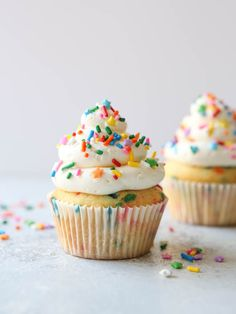 These fluffy and moist homemade funfetti cupcakes are the perfect birthday cupcake! Confetti cupcakes are full of sprinkles and can be topped with any frosting. Learn how to make birthday funfetti cupcakes from scratch with our tips. Gourmet Cupcakes, Small Batch Cupcakes, Yummy Cupcakes, Mocha Cupcakes, Strawberry Cupcakes, Velvet Cupcakes, Vanilla Cupcakes, Rainbow Cupcakes Recipe, Sprinkle Cupcakes