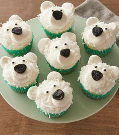 Pole-R Bear Cupcakes Turn your cupcakes into cute polar bears with a little help from marshmallows, flaked coconut and candy eyeballs.Turn your cupcakes into cute polar bears with a little help from marshmallows, flaked coconut and candy eyeballs. Beer Cupcakes, Kid Cupcakes, Cupcake Cakes, Animal Cupcakes, Snowman Cupcakes, Winter Cupcakes, Holiday Cupcakes, Cupcakes Design, Birthday Cupcakes