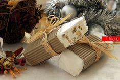 Il torrone morbido di Leonardo Di Carlo è una golosità natalizia, perfetta per sè, ma anche come regalo homemade. Ecco come prepararlo e confezionarlo.