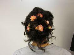 Romantiska lockar i kortare hår, gjord av Linda.
