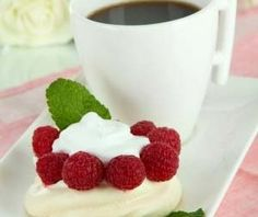 Gluten Free Meringue Cups Recipe perfect for Easter - http://glutenfreerecipebox.com/miniature-meringue-cake/ #glutenfree
