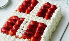 Dessert Drinks, Desserts, Danish Food, Party Cakes, No Bake Cake, Afternoon Tea, Cake Decorating, Raspberry, Sweet Tooth