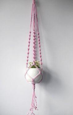 Suspension en macramé, pour l'intérieur ou dans le jardin, pour pots de 10 à 20cm : Accessoires de maison par madebymiculinko