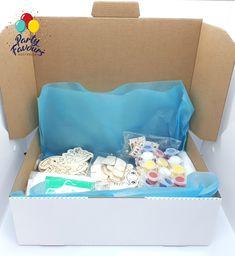 Paint Party Activity Box - Paint Party Favours Kids Craft Party Activity Plastic Tables, Plastic Tablecloth, Kid Party Favors, Craft Party, Diy For Kids, Crafts For Kids, Activity Box, Painted Boxes